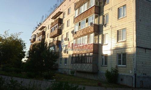 2-комнатная квартира (47м2) на продажу по адресу Путилово село, Братьев Пожарских ул., 15— фото 2 из 8