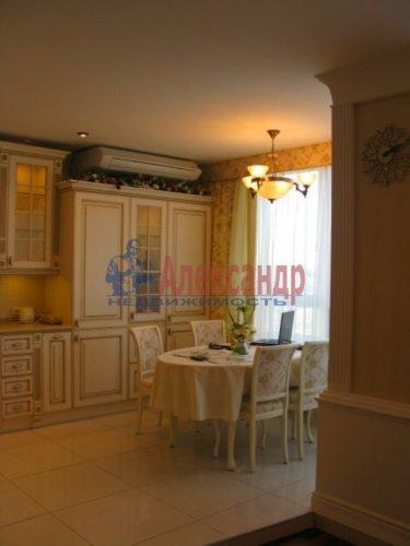 3-комнатная квартира (112м2) на продажу по адресу Капитанская ул., 4— фото 3 из 21