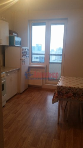 1-комнатная квартира (35м2) на продажу по адресу Маршала Казакова ул., 68— фото 12 из 14