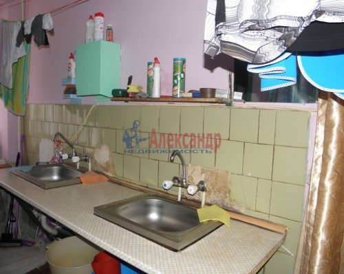 Комната в 6-комнатной квартире (211м2) на продажу по адресу Сиреневый бул., 9— фото 3 из 5