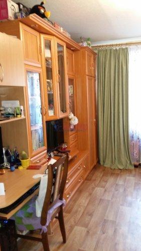 Комната в 8-комнатной квартире (13м2) на продажу по адресу Брянцева ул., 15— фото 2 из 10