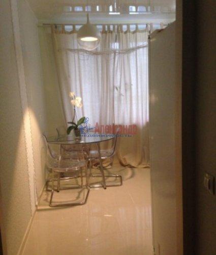 2-комнатная квартира (65м2) на продажу по адресу Русановская ул., 15— фото 3 из 12