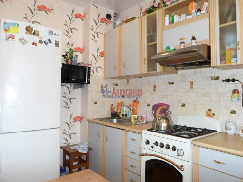2-комнатная квартира (48м2) на продажу по адресу Коммунар г., Ленинградская ул., 4— фото 9 из 10