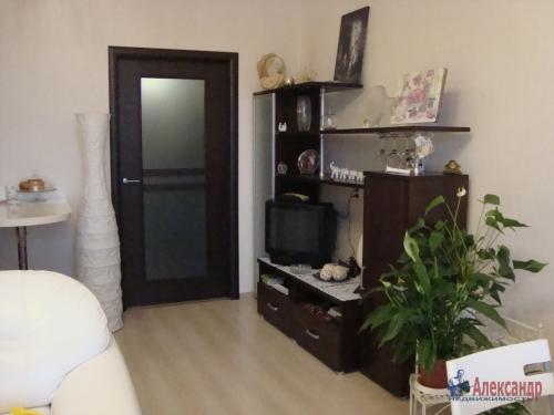 1-комнатная квартира (40м2) на продажу по адресу Ленинский пр., 72— фото 1 из 8