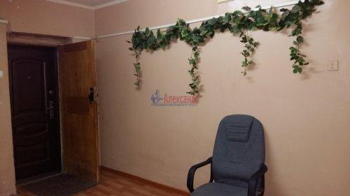 Комната в 8-комнатной квартире (13м2) на продажу по адресу Брянцева ул., 15— фото 9 из 10