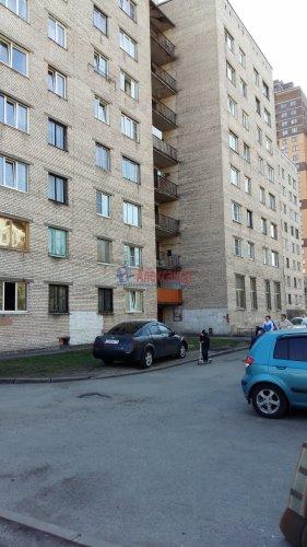 Комната в 8-комнатной квартире (13м2) на продажу по адресу Брянцева ул., 15— фото 10 из 10