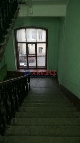 Комната в 6-комнатной квартире (129м2) на продажу по адресу Большой пр., 2— фото 2 из 7