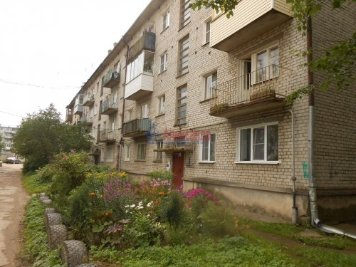 2-комнатная квартира (40м2) на продажу по адресу Кировск г., Советская ул., 17— фото 1 из 5