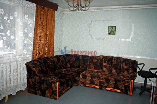 4-комнатная квартира (73м2) на продажу по адресу Раухала пос., Центральная ул., 8— фото 4 из 16
