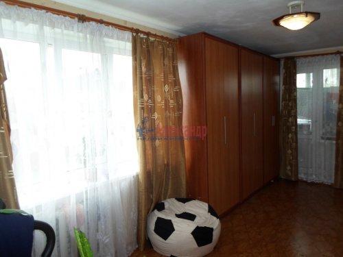 2-комнатная квартира (55м2) на продажу по адресу Коммунар г., Бумажников ул., 5— фото 2 из 9