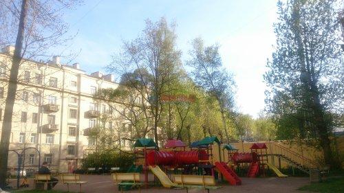 4-комнатная квартира (91м2) на продажу по адресу Стахановцев ул., 7— фото 8 из 9