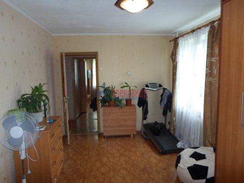 2-комнатная квартира (55м2) на продажу по адресу Коммунар г., Бумажников ул., 5— фото 3 из 9