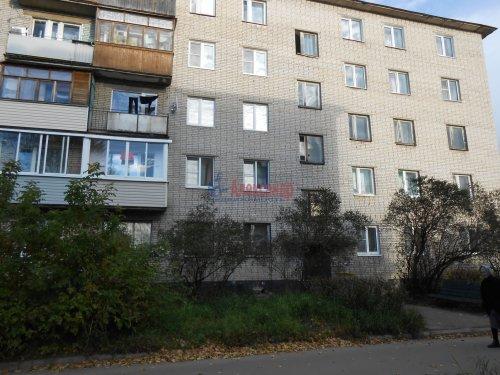 4-комнатная квартира (60м2) на продажу по адресу Сясьстрой г., Петрозаводская ул., 6— фото 1 из 5
