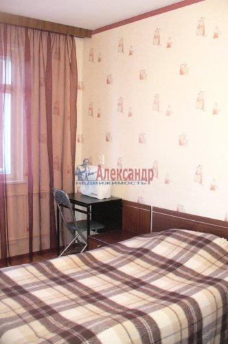 3-комнатная квартира (70м2) на продажу по адресу Шлиссельбургский пр., 18— фото 2 из 6