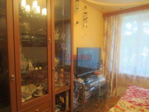 3-комнатная квартира (55м2) на продажу по адресу Сестрорецк г., Реки Сестры наб., 11— фото 3 из 6