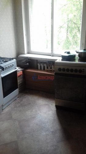 Комната в 3-комнатной квартире (71м2) на продажу по адресу Синявинская ул., 3— фото 9 из 17