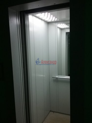 2-комнатная квартира (45м2) на продажу по адресу Ярослава Гашека ул., 10— фото 13 из 15