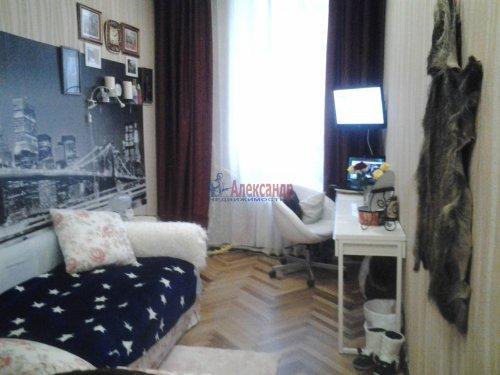 Комната в 3-комнатной квартире (68м2) на продажу по адресу Невский пр., 113/4— фото 1 из 12