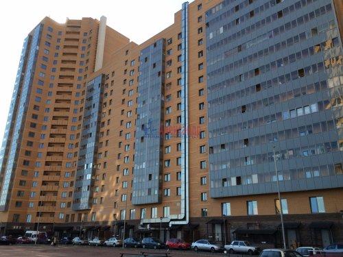 2-комнатная квартира (57м2) на продажу по адресу Мурино пос., Привокзальная пл., 1— фото 2 из 13