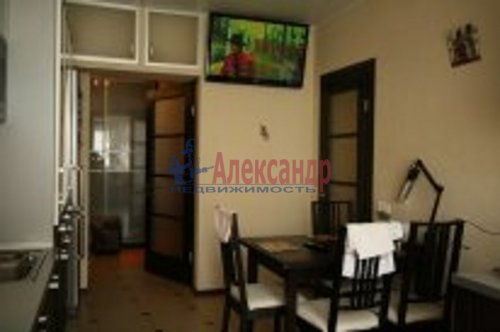 2-комнатная квартира (76м2) на продажу по адресу Береговая ул., 24— фото 4 из 9