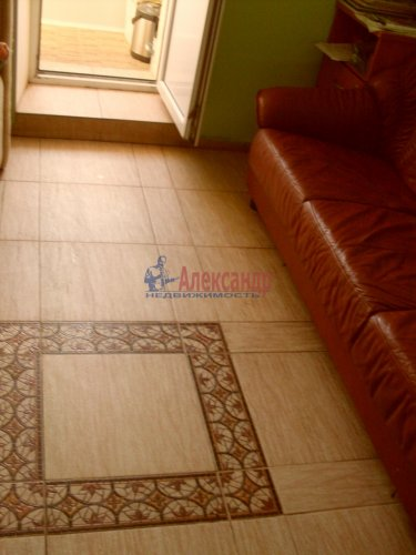 2-комнатная квартира (64м2) на продажу по адресу Рощино пгт., Садовый пер., 6— фото 4 из 10