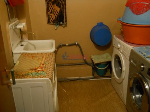 Комната в 9-комнатной квартире (240м2) на продажу по адресу Мытнинская ул., 9— фото 9 из 20