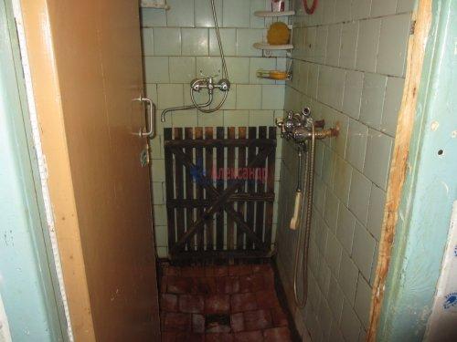 Комната в 4-комнатной квартире (376м2) на продажу по адресу Петергоф г., Володи Дубинина ул., 12а— фото 6 из 9