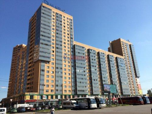 2-комнатная квартира (57м2) на продажу по адресу Мурино пос., Привокзальная пл., 1— фото 1 из 13