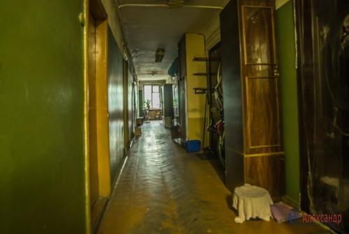Комната в 10-комнатной квартире (285м2) на продажу по адресу Савушкина ул., 80— фото 8 из 9