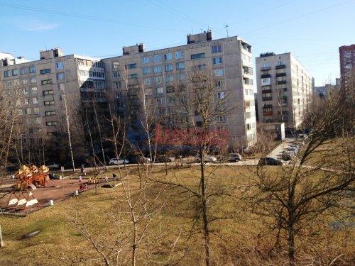 Комната в 4-комнатной квартире (77м2) на продажу по адресу Купчинская ул., 8— фото 2 из 6