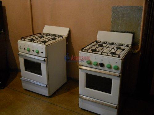Комната в 9-комнатной квартире (240м2) на продажу по адресу Мытнинская ул., 9— фото 10 из 20
