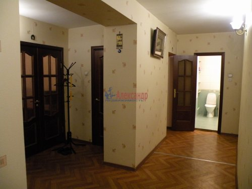 3-комнатная квартира (88м2) на продажу по адресу Комендантский пр., 11— фото 4 из 11