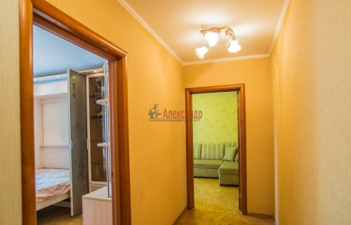 2-комнатная квартира (44м2) на продажу по адресу Композиторов ул., 24— фото 9 из 16