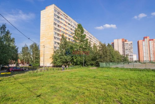 2-комнатная квартира (44м2) на продажу по адресу Композиторов ул., 24— фото 1 из 16