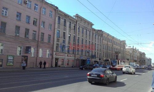 Комната в 8-комнатной квартире (240м2) на продажу по адресу Кадетская линия, 31— фото 1 из 13
