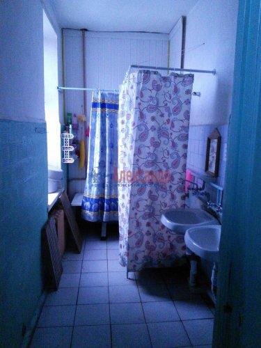 Комната в 9-комнатной квартире (300м2) на продажу по адресу Большеохтинский пр., 7— фото 3 из 5