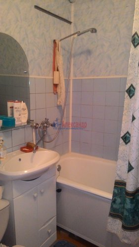 2-комнатная квартира (44м2) на продажу по адресу Кириши г., Романтиков ул., 13— фото 5 из 7
