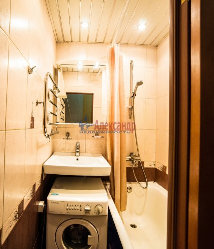 2-комнатная квартира (44м2) на продажу по адресу Композиторов ул., 24— фото 11 из 16