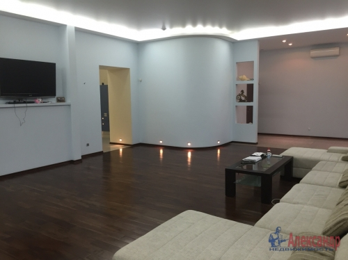 7-комнатная квартира (201м2) на продажу по адресу Шпалерная ул., 44— фото 2 из 7