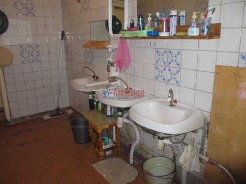 Комната в 4-комнатной квартире (376м2) на продажу по адресу Петергоф г., Володи Дубинина ул., 12а— фото 7 из 9