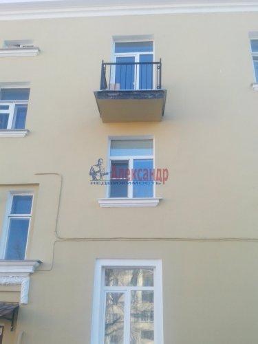 Комната в 3-комнатной квартире (76м2) на продажу по адресу Металлострой пос., Центральная ул., 4— фото 1 из 5