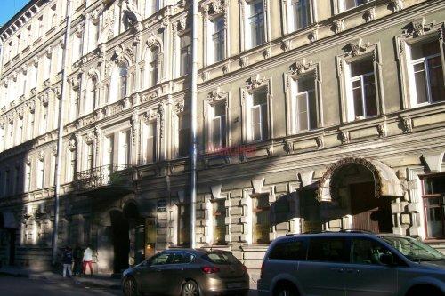 Комната в 4-комнатной квартире (89м2) на продажу по адресу Зверинская ул., 17а— фото 1 из 8