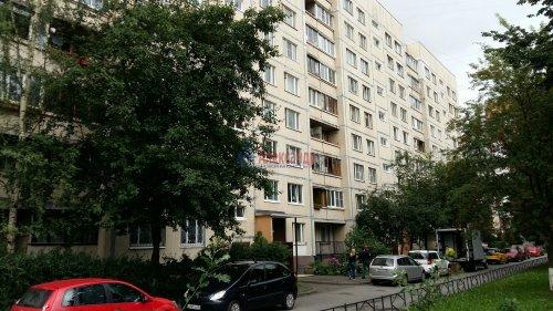3-комнатная квартира (71м2) на продажу по адресу Комендантский пр., 31— фото 1 из 10