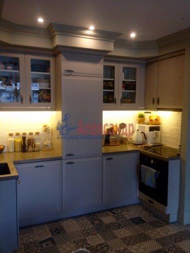 3-комнатная квартира (70м2) на продажу по адресу Адмирала Черокова ул., 18— фото 4 из 31