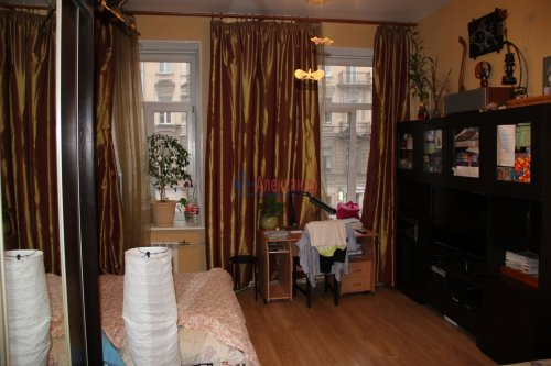 6-комнатная квартира (141м2) на продажу по адресу Марата ул., 60— фото 4 из 4