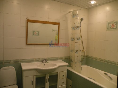 3-комнатная квартира (88м2) на продажу по адресу Комендантский пр., 11— фото 9 из 11