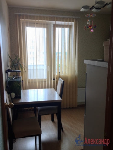 1-комнатная квартира (36м2) на продажу по адресу Стрельна г., Львовская ул., 19— фото 3 из 10
