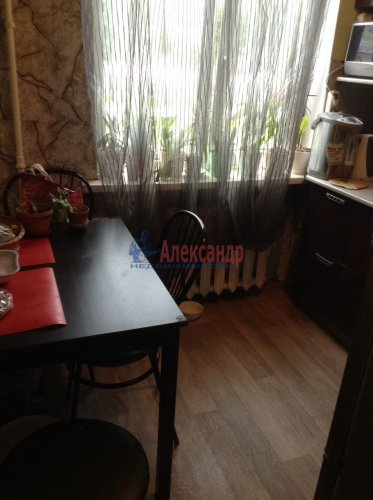 3-комнатная квартира (56м2) на продажу по адресу Новочеркасский пр., 62— фото 3 из 6