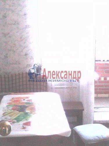 2-комнатная квартира (61м2) на продажу по адресу Оптиков ул., 52— фото 3 из 10
