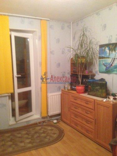 3-комнатная квартира (80м2) на продажу по адресу Комендантский пр., 40— фото 3 из 8